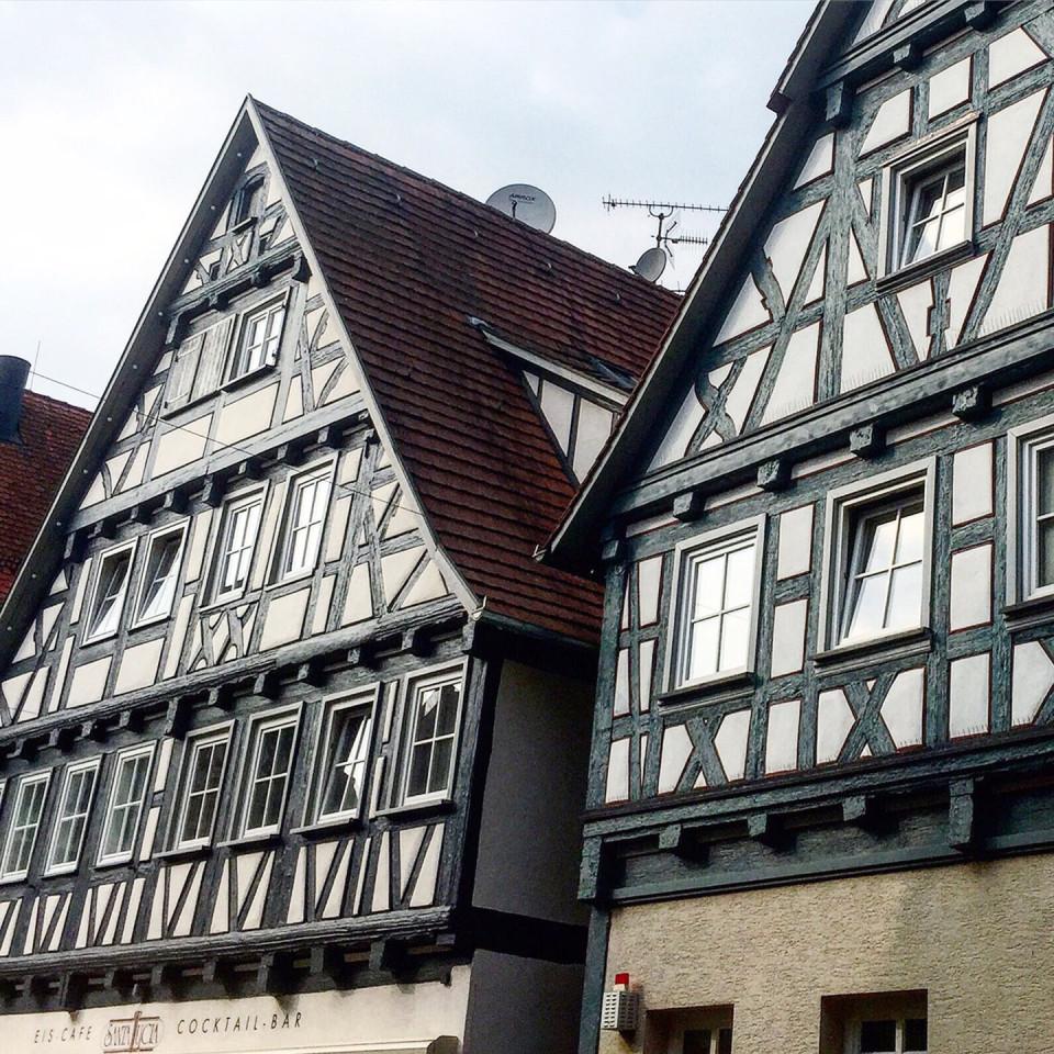 Schorndorf Fachwerkhaus Eiscafé Santa Lucia und Fachwerkgiebel Modegeschäft la Casa Restaurierung